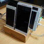 複数のスマホやタブレット充電に便利な竹製のスマートフォンスタンド