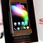 SHARP R1 海外で発表、4000mAhバッテリー搭載の5.2インチスマートフォン